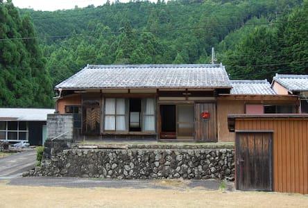 熊野の山の中の一軒家 - Dům