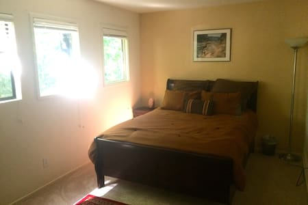 Newly furnished room in Cascade Canyon - Fairfax - Дом