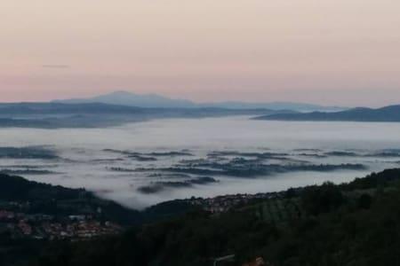Vacanze in un borgo vero in Toscana - Poggio di Loro - Haus
