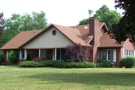 Large home on 5 acres, 10 miles from Louisville - Sellersburg - Casa