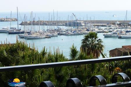 Casa Vacanze con vista sul Porto Turistico Sciacca - Sciacca - Leilighet