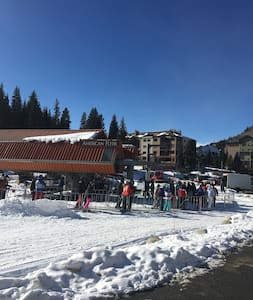 Copper Mountain Ski-in-Ski-out Room - Kondominium
