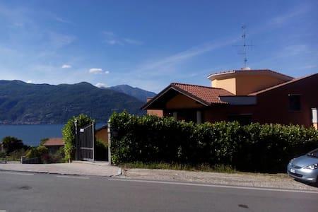 pretty little apartment - Germignaga - Talo