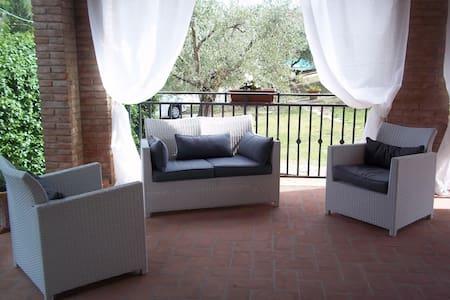 Bellissima villa stile Toscano in ottima posizione - Stefanini