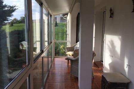 appartement dans une maison de campagne - Saint-Étienne-de-Maurs - Apartmen