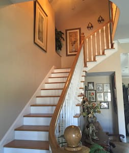Smith House, Elegant Country ~ Upstairs Level Apt. - Creston - Bed & Breakfast
