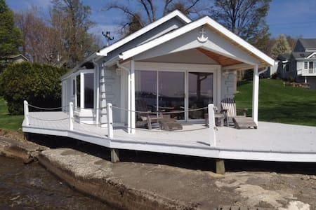 Lakefront house w/private dock - Dewittville - Hus