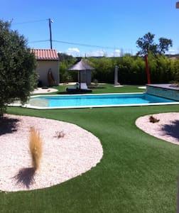Gîte avec piscine sur propriété. - Fabrezan - Daire