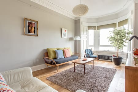 A bright, stylish 2 bed flat - Apartment