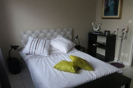 Chambre lumineuse et cosy ! - House