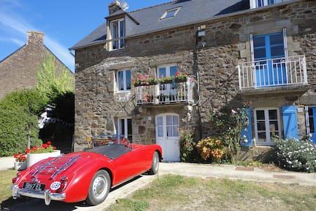Stunning riverside cottage - House
