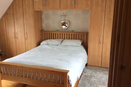 Large Double With Kingsize Bed - Leixlip
