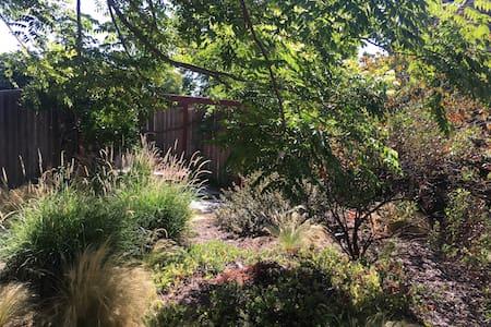 cozy/comfortable studio with garden - Santa Barbara - Wohnung