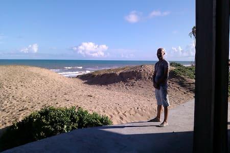 Casa de praia vista para o mar sobre as dunas - Conde