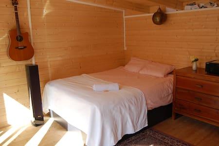 The hut in the garden !!! - Caen - Cabin