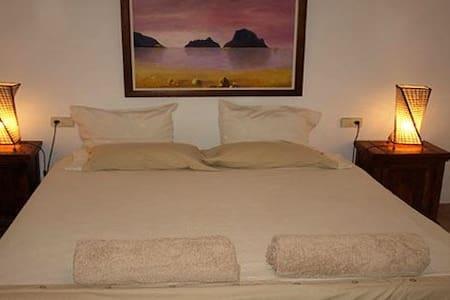 Fenomenal habitación típica en casa IBIZENCA - Casa