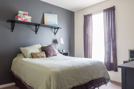 Cozy, Quiet Guest Room - Westchase
