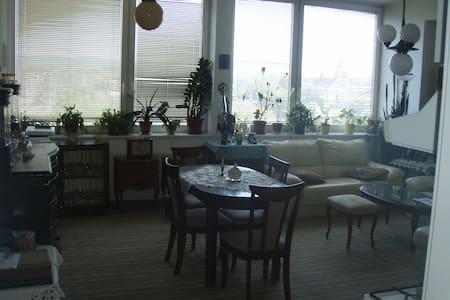 Prostorný byt s výhledem na centrum - 아파트