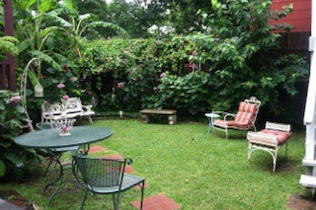2-story Heights cottage w 2 bedrooms, 2 bathrooms. - Houston - House