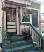 Picture of Charming Vintage East Hill Studio