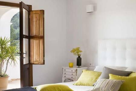 Bedroom En suite bedroom  with AC 3 - House