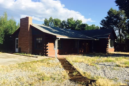 Crossroads Log Cabin: A Great Value - Huis