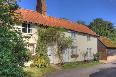 18C Listed Cottage near Cambridge - Fowlmere - Casa