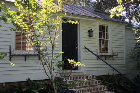 Cottage in historic town - Summerville - Bungalow
