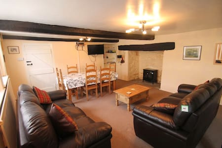 Holiday Cottage in Doone Valley, Oare, sleeps 4 - Malmsmead