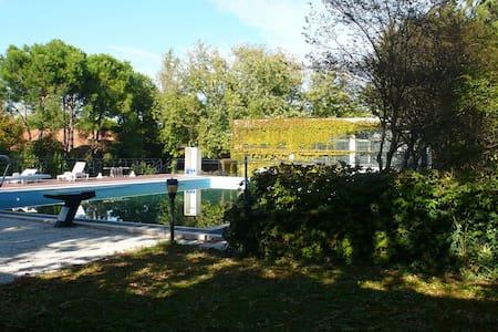 Residence's apartment with swimmingpool - Leilighet