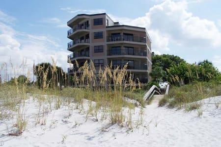 Luxury Sun and Sand on the Beach - Társasház