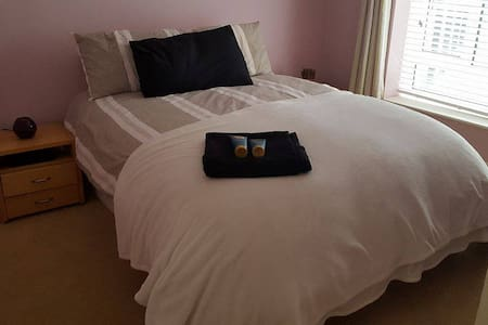 Comfortable well located home. Very near airport!! - Apartament