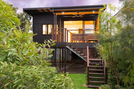 Contemporary architectural cottage in the trees - Coorparoo - Haus