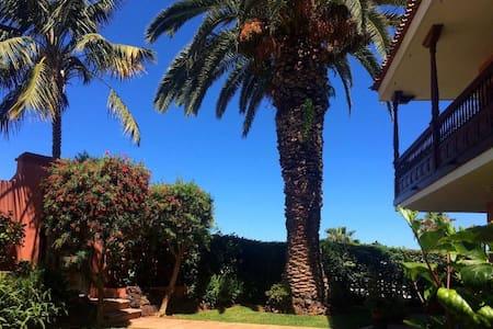 Casa La Palmera - tranquility & spectacular view - La Orotava - Huoneisto