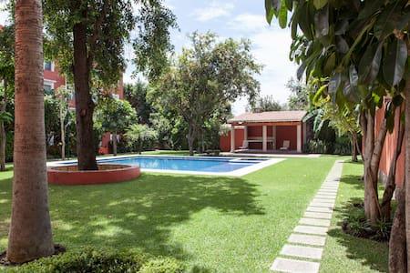 Sunny Condo Downtown Cuernavaca - Lejlighed