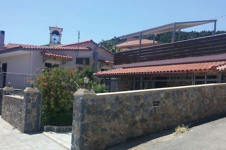 Villa Sotiriou στο κέντρο του χωριου! - Mirtias - Villa