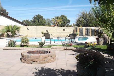 Poolside Oasis Just Outside Phoenix - Maison