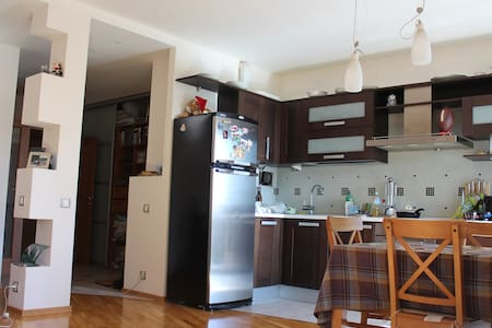 Clean modern apartment 20 min from city centre - Apartament