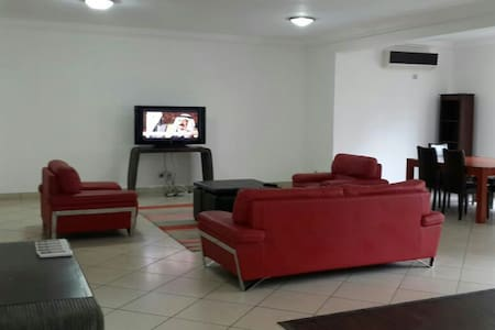 Luxury 3 bed Apt Jacuzzi, pool, gym - Apartment