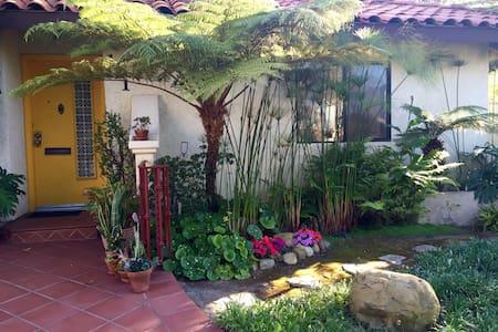 West Beach Getaway! - Santa Barbara - Wohnung