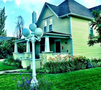 Classic home 2 beds near downtown - Spearfish