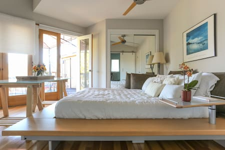 Tranquil room & large deck w/ view