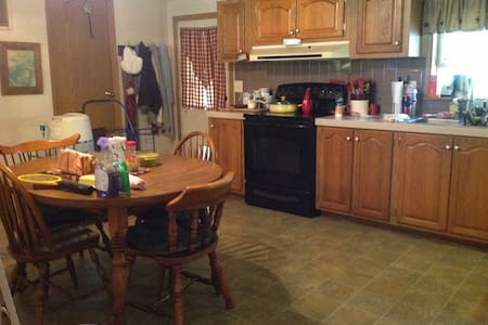 2 bdrm suites, one bdrm queen size/full, privacy - West Terre Haute