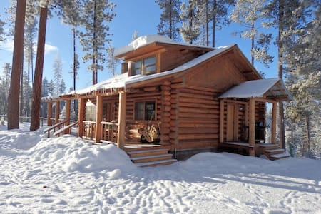 Cabin on 1 acre, close to Nat Park
