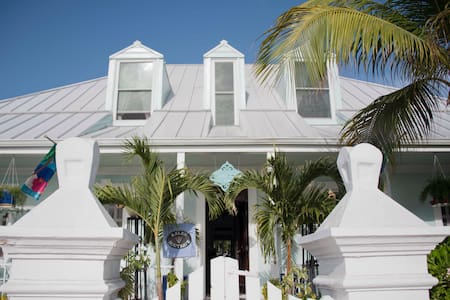 Grand Turk Inn - Bed & Breakfast