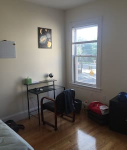 3 minutes to Central Sq T and MIT- Great Roomates! - Cambridge - Appartement