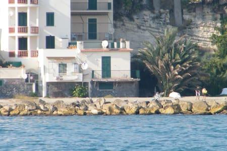 Una bella casa sulla spiaggia ! - House