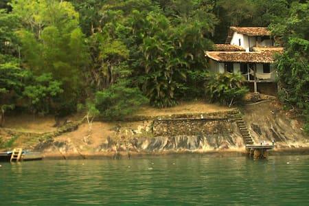 Casa rústica no costão de Parati Mirim - Haus