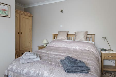 Quiet comfortable self-catering one bed flat. - Appartement