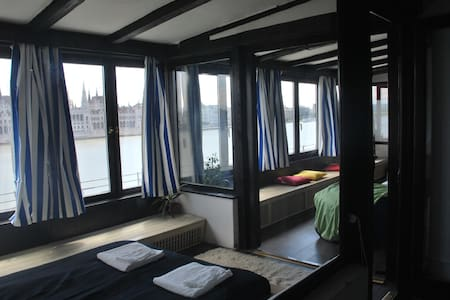 Danube, Parliament view PENTHOUSE close to d.town - Huoneisto